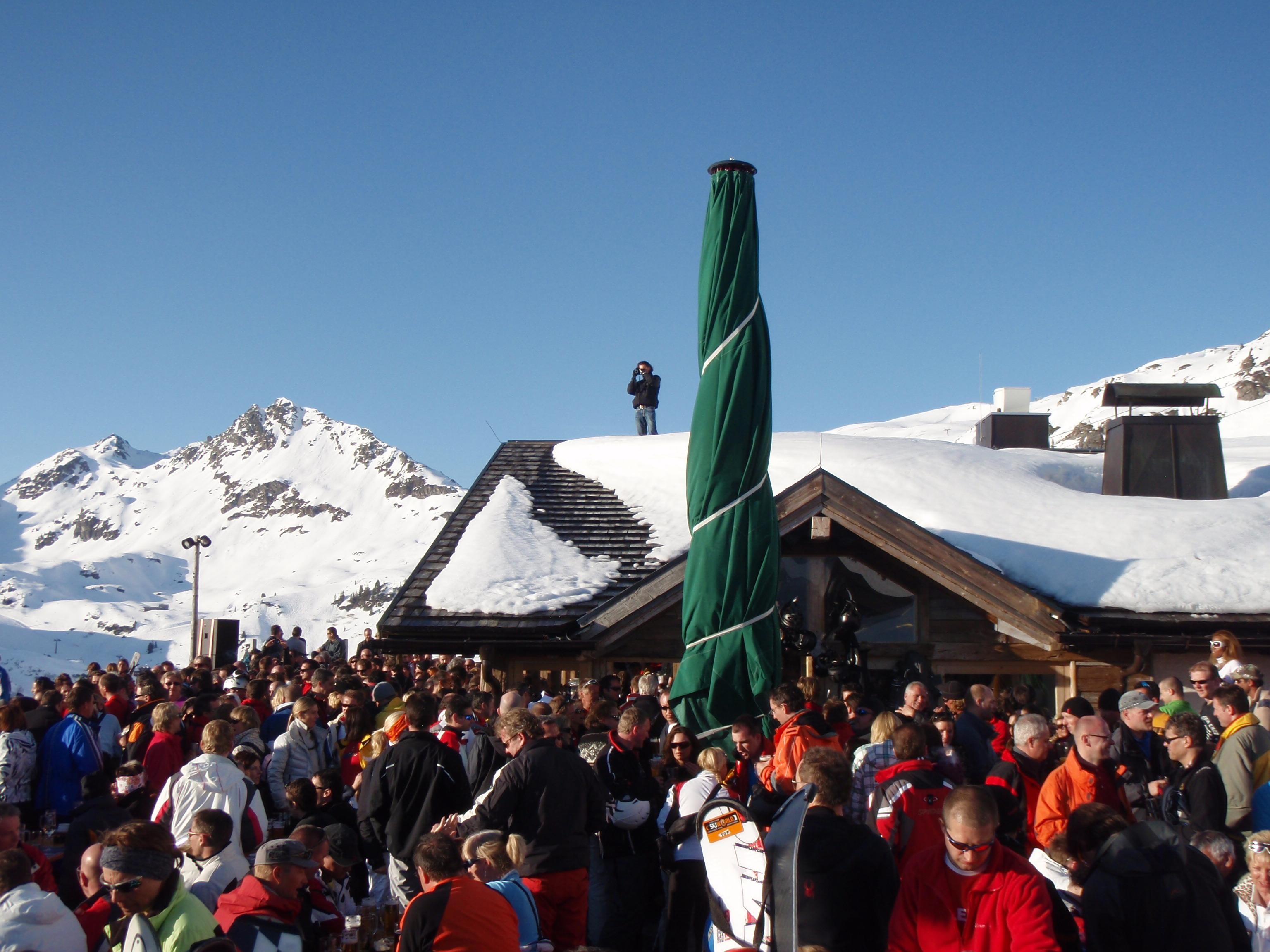 Apres Ski auf der Terasse der Edelweissalm